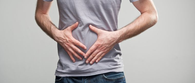 Mann hat Bauchschmerzen